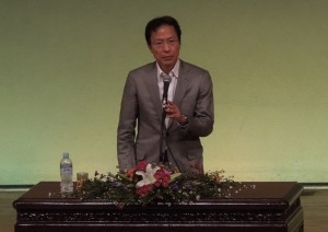 講演する姜尚中氏 11/3 名古屋市公会堂