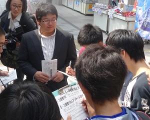 アンケートの様子 5/3 名古屋駅