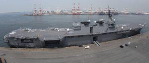 ヘリ空母「いずも」(全長248m、写真は歪む)5/24 名古屋港