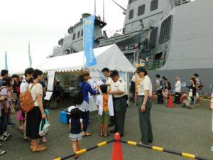 海フェスタ東三河で子どもに制服を 着せ写真撮 7/17 豊橋市神野埠頭